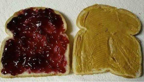 진짜꿀팁] 식빵에 두가지 잼을 안섞이게 발라 먹는방법(팁)!.jpg
